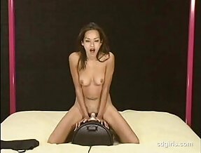 Asian cam girl rides the sybian to orgasm for the first time