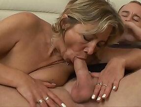 RUSSIAN SEXY GILF FUCKED !!