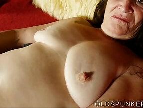 Beautiful sucks fucks her juicy pussy for you