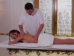 Extra service from a horny masseur